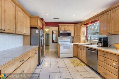 Dania Beach Single Family Home For Sale: 217 SE 5th St