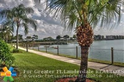 Oakland Park Condo/Townhouse For Sale: 117 Lake Emerald Dr #105