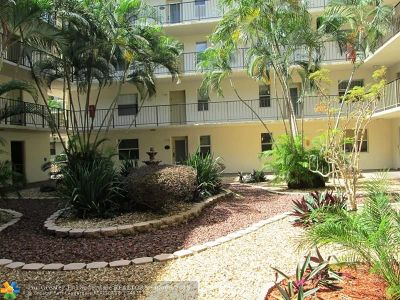 Lauderdale Lakes Condo/Townhouse For Sale: 2811 Somerset Dr #308