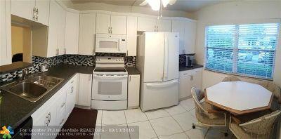 Coconut Creek Condo/Townhouse For Sale: 2401 Antigua Cir #M1