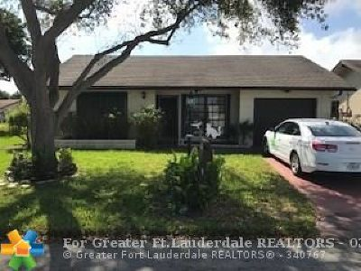 Deerfield Beach Single Family Home For Sale: 2302 SW 16th Dr