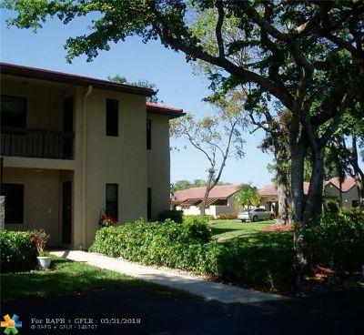 Boca Raton Condo/Townhouse For Sale: 8460 Casa Del Lago #25J