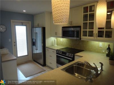 Lauderdale By The Sea Condo/Townhouse For Sale: 4117 Bougainvilla Dr #304