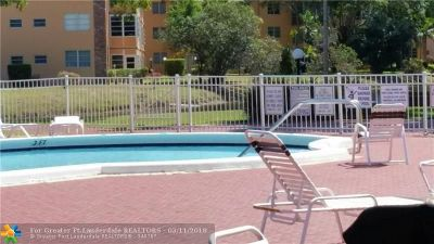 Lauderdale Lakes Condo/Townhouse For Sale: 2950 NW 46th Ave #103C