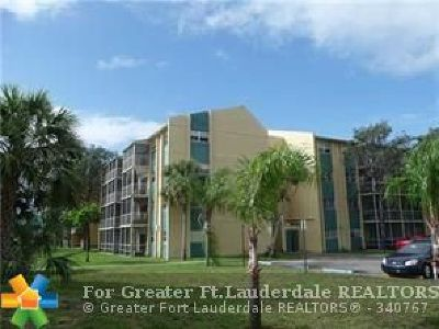 Lauderdale Lakes Condo/Townhouse For Sale: 3700 NW 21st St #309