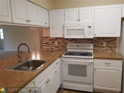 Coconut Creek Condo/Townhouse For Sale: 1104 Bahama Bnd #A1