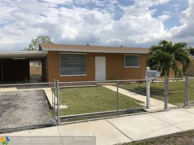 Miami Single Family Home For Sale: 19433 SW 114th Pl