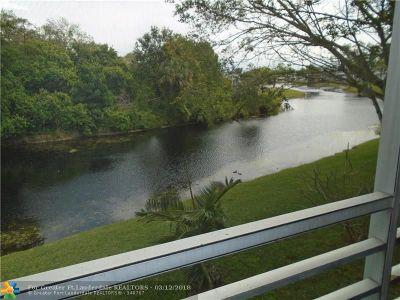 Deerfield Beach Condo/Townhouse For Sale: 2021 Newport H #2021