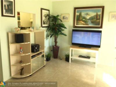 Boynton Beach Condo/Townhouse For Sale: 309 Circle Dr #203