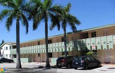 North Miami Beach Condo/Townhouse For Sale: 940 NE 170th St #214