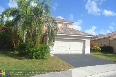 Broward County Single Family Home For Sale: 4074 Palm Pl