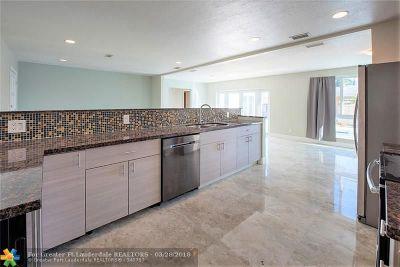 Broward County Single Family Home For Sale: 5660 NE 2nd Ter
