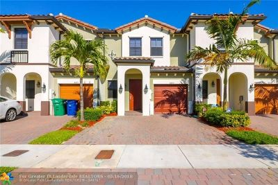 Doral Condo/Townhouse For Sale: 8865 NW 102nd Ct