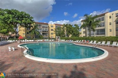 Lauderdale Lakes Condo/Townhouse For Sale: 2861 Somerset Dr #404