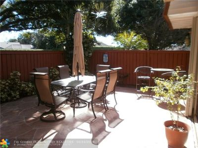 Deerfield Beach Condo/Townhouse For Sale: 2811 Waterford Dr #2811