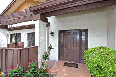 Coconut Creek Condo/Townhouse For Sale: 4548 Carambola Cir #27253