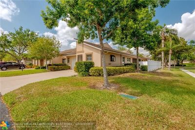 Boca Raton Condo/Townhouse For Sale: 8933 S Meadowlark Way #D