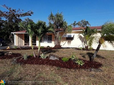 Pompano Beach FL Single Family Home For Sale: $250,000