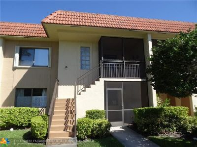 Weston Condo/Townhouse For Sale: 382 Lakeview Dr #202