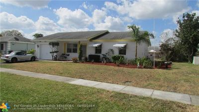 Boca Raton FL Single Family Home For Sale: $285,000