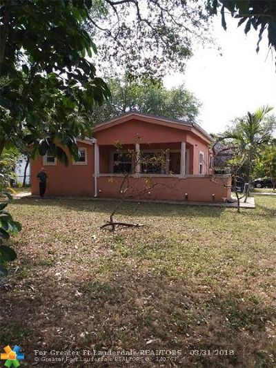 Miami Single Family Home For Sale: 10 NW 152 St
