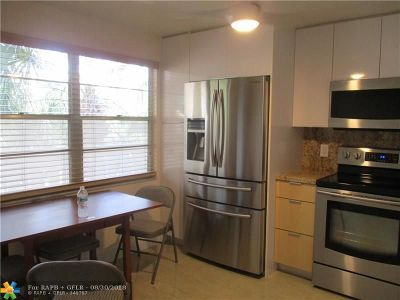 Coconut Creek Condo/Townhouse For Sale: 2301 Lucaya Ln #m3