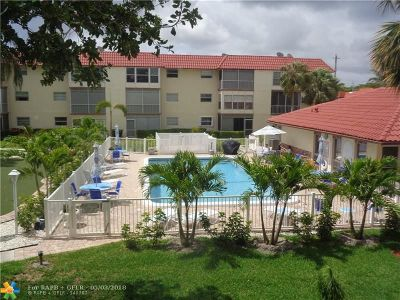 Deerfield Beach Condo/Townhouse For Sale: 700 SE 6th Ave #203