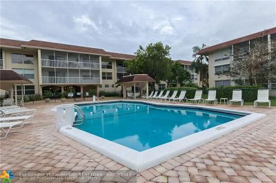 Oakland Park Condo/Townhouse For Sale: 4025 N Federal Hwy #128B