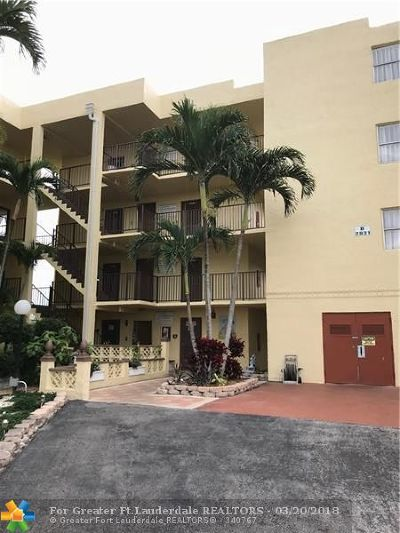Lauderdale Lakes Condo/Townhouse For Sale: 2831 Somerset Dr #318