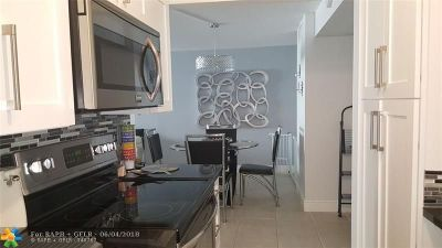 Deerfield Beach Condo/Townhouse For Sale: 1428 SE SE 4th #202