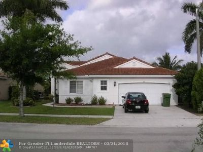 Pembroke Pines Single Family Home For Sale: 670 SW 164th Ave
