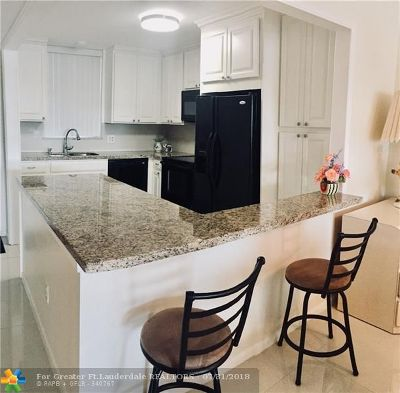 Fort Lauderdale Condo/Townhouse For Sale: 3100 NE 49th St #203