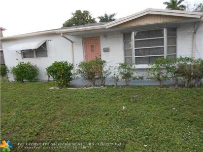 Lauderdale Lakes FL Single Family Home For Sale: $165,000