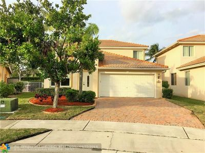 Broward County Single Family Home For Sale: 3833 Woodfield Drive