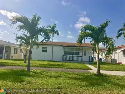 Hallandale Single Family Home For Sale: 912 NE 10th St