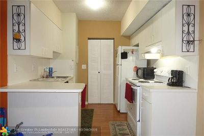 Hollywood Condo/Townhouse For Sale: 3261 Sabal Palm Mnr #208