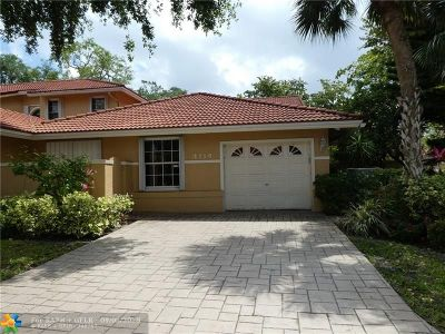 Broward County Condo/Townhouse For Sale: 4114 Carriage Dr #5N