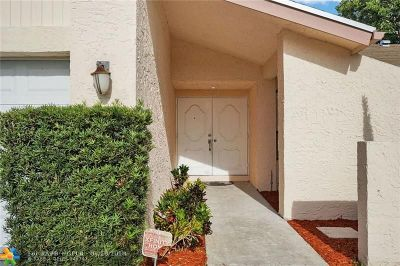 Tamarac Single Family Home For Sale: 8085 Buttonwood Cir