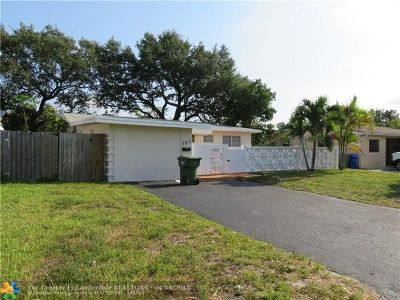 Pembroke Pines Single Family Home For Sale: 7011 SW 11th St
