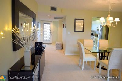 Coconut Creek Condo/Townhouse For Sale: 1503 Cayman Way #D4