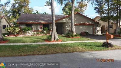 Lauderhill Single Family Home For Sale: 7961 NW 54th St