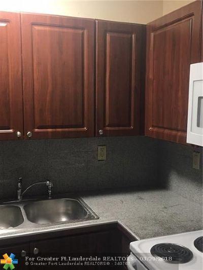North Miami Condo/Townhouse For Sale: 12955 NE 6th Ave #306