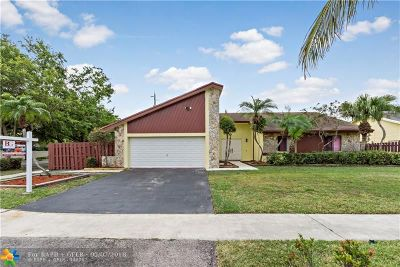 Lauderhill Single Family Home For Sale: 8200 NW 54th St