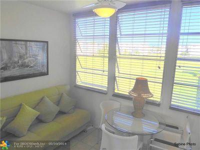 Boynton Beach Condo/Townhouse For Sale: 2600 NE 1st Lane #306