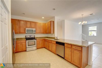 Pembroke Pines Condo/Townhouse For Sale: 1071 SW 147th Ave #5603