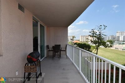 Broward County Condo/Townhouse For Sale: 3020 NE 32nd Ave #711