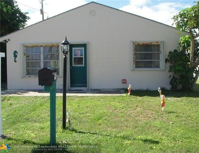 Lantana Single Family Home For Sale: 7963 Overlook Rd