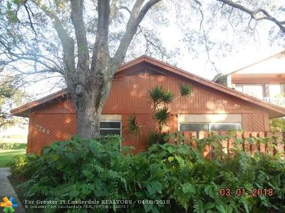 Davie Condo/Townhouse For Sale: 2249 Nova Village Dr