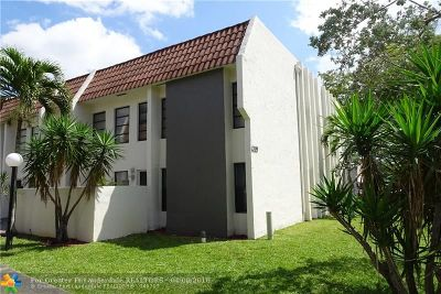 Coral Springs Condo/Townhouse For Sale: 3199 Coral Hills Dr #3