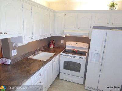Boynton Beach Condo/Townhouse For Sale: 2600 NE 1st Lane #314